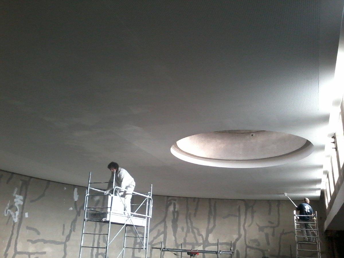 Mise en peinture du plafond du choeur.