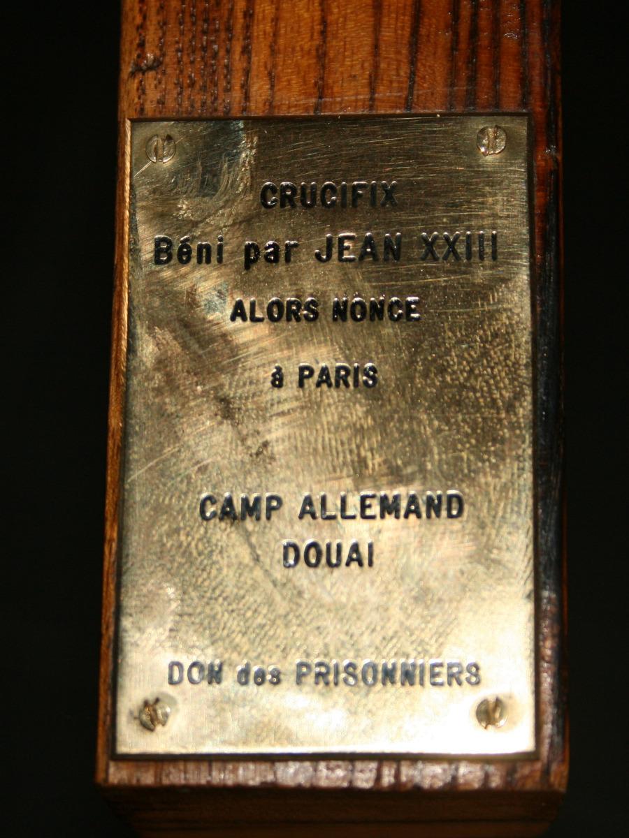 La plaque en cuivre apposée à la croix