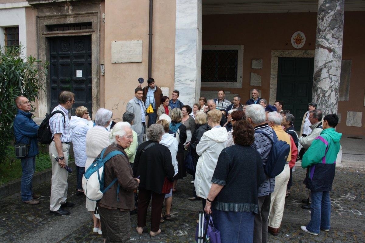 Devant la Basilique Ste Cécile