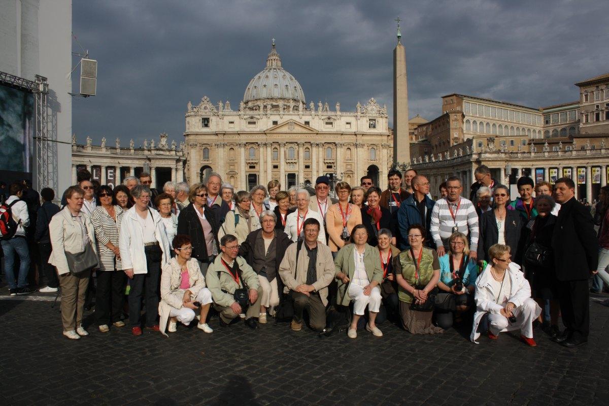 Le groupe des hospitaliers devant la place St Pierre