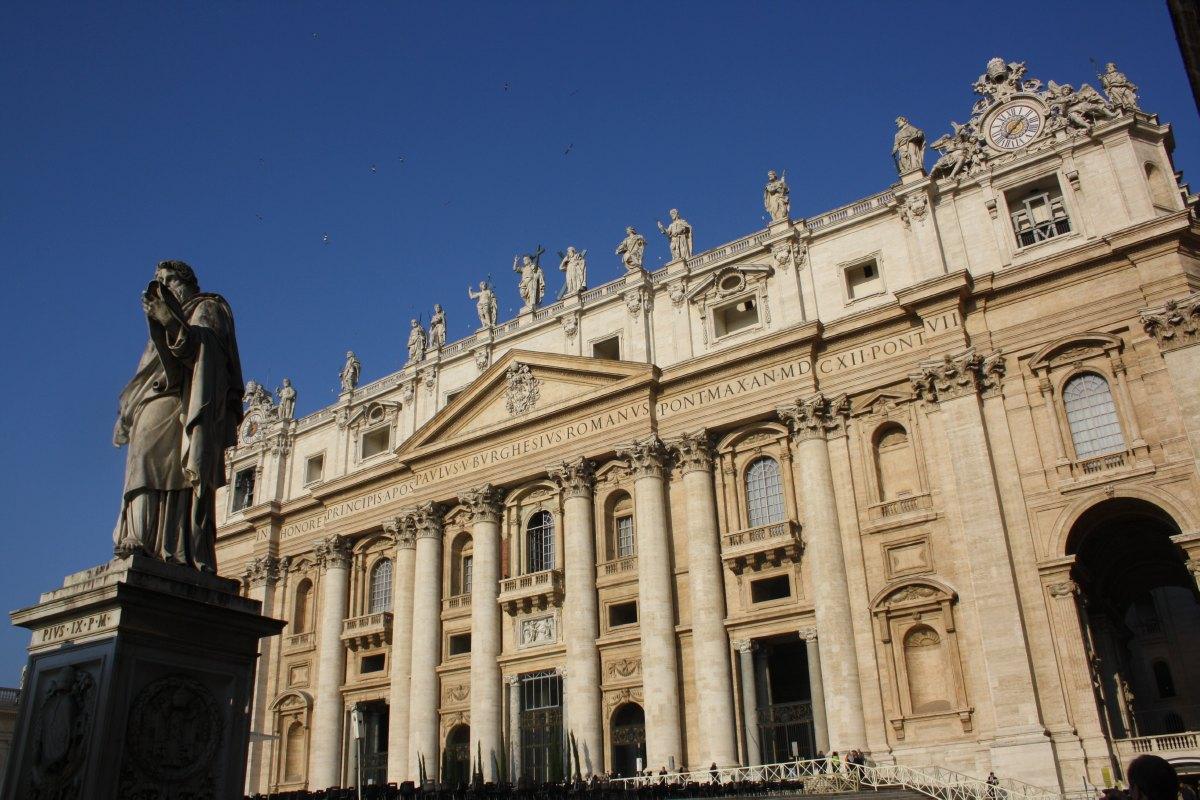 Devant la Basilique St Pierre