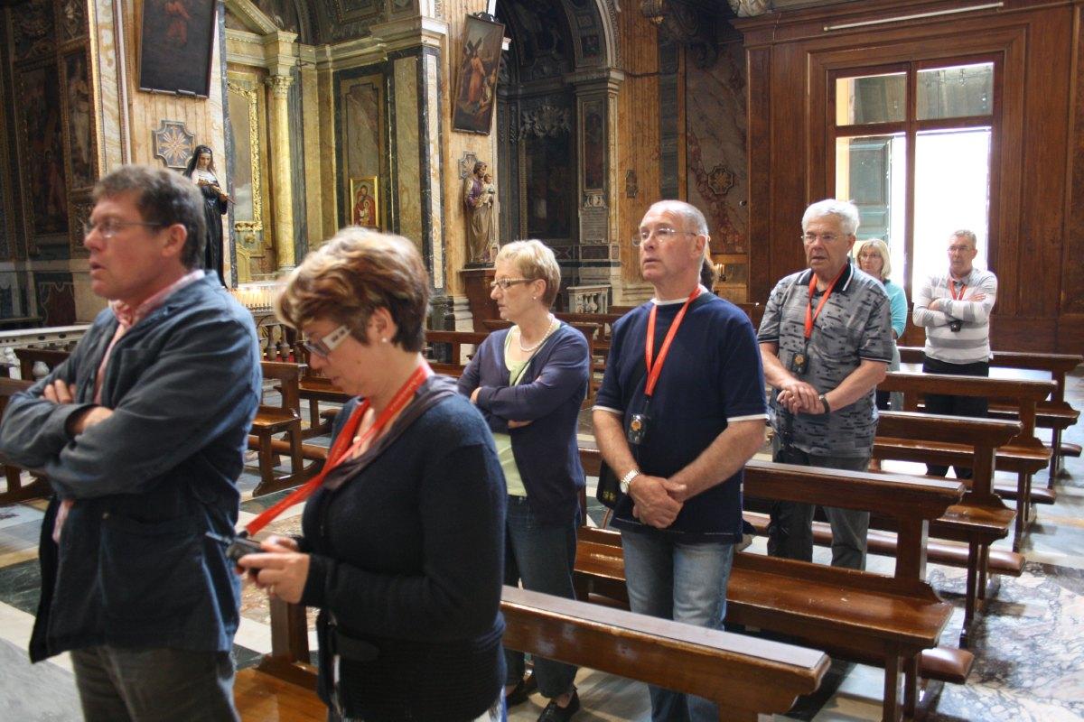 Durant la messe à l'église Notre Dame des Monts