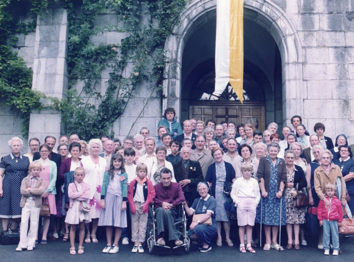Pélerins et hospitaliers paroisse de Râches lourdes 1983