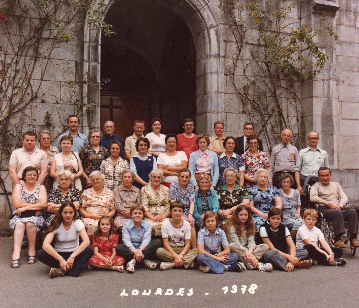 Pélerins et hospitaliers paroisse de Râches lourdes 1978