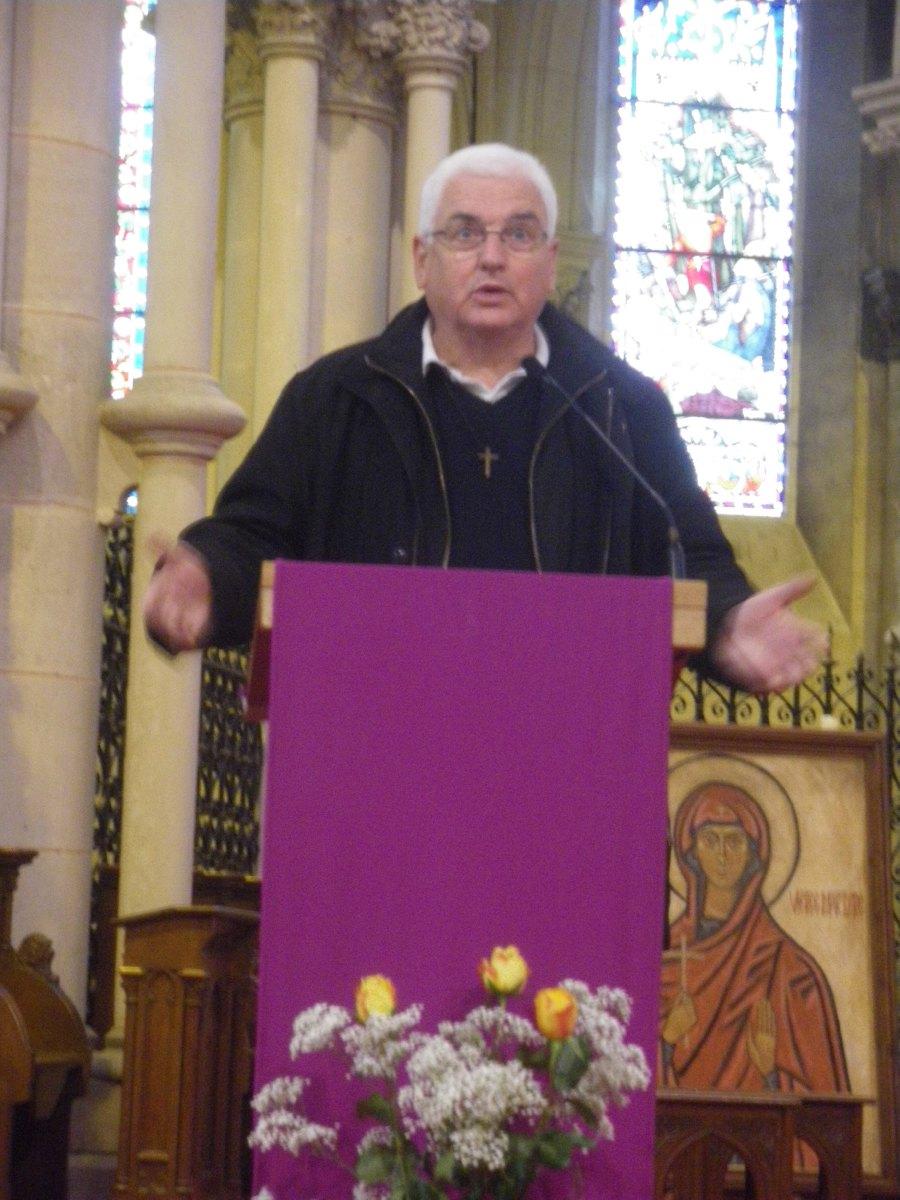 Accueil par l'abbé Hervé Leminez