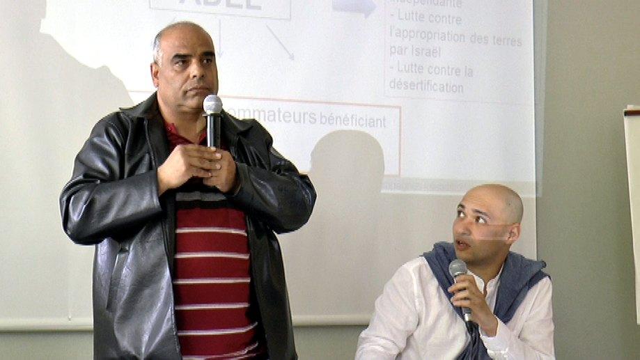 en évoquant la situation éprouvante et humiliante des Palestiniens sous occupation israélienne
