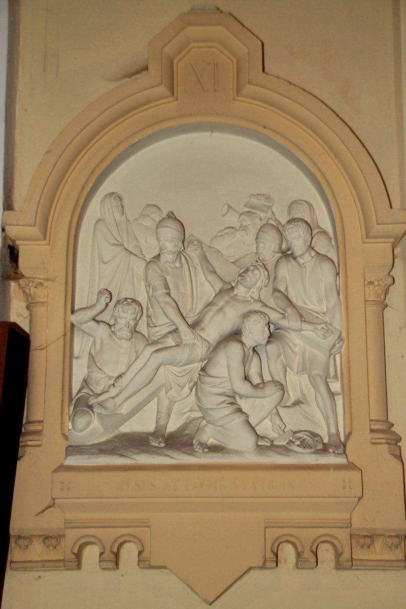 Jésus attaché sur la Croix