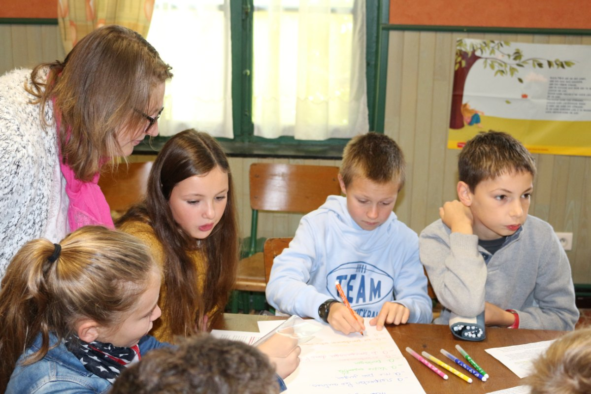 les jeunes rédigent une charte