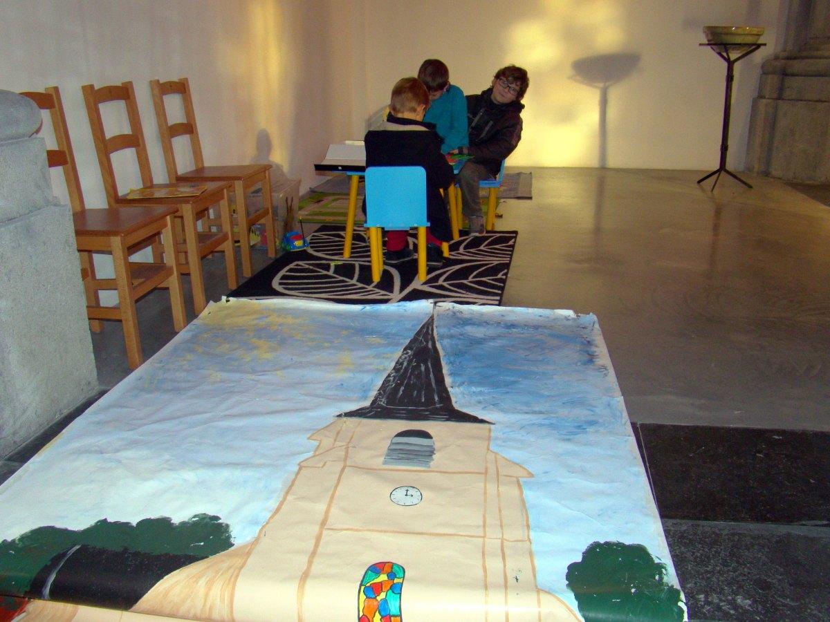 Le coin des enfants à gauche de l'autel