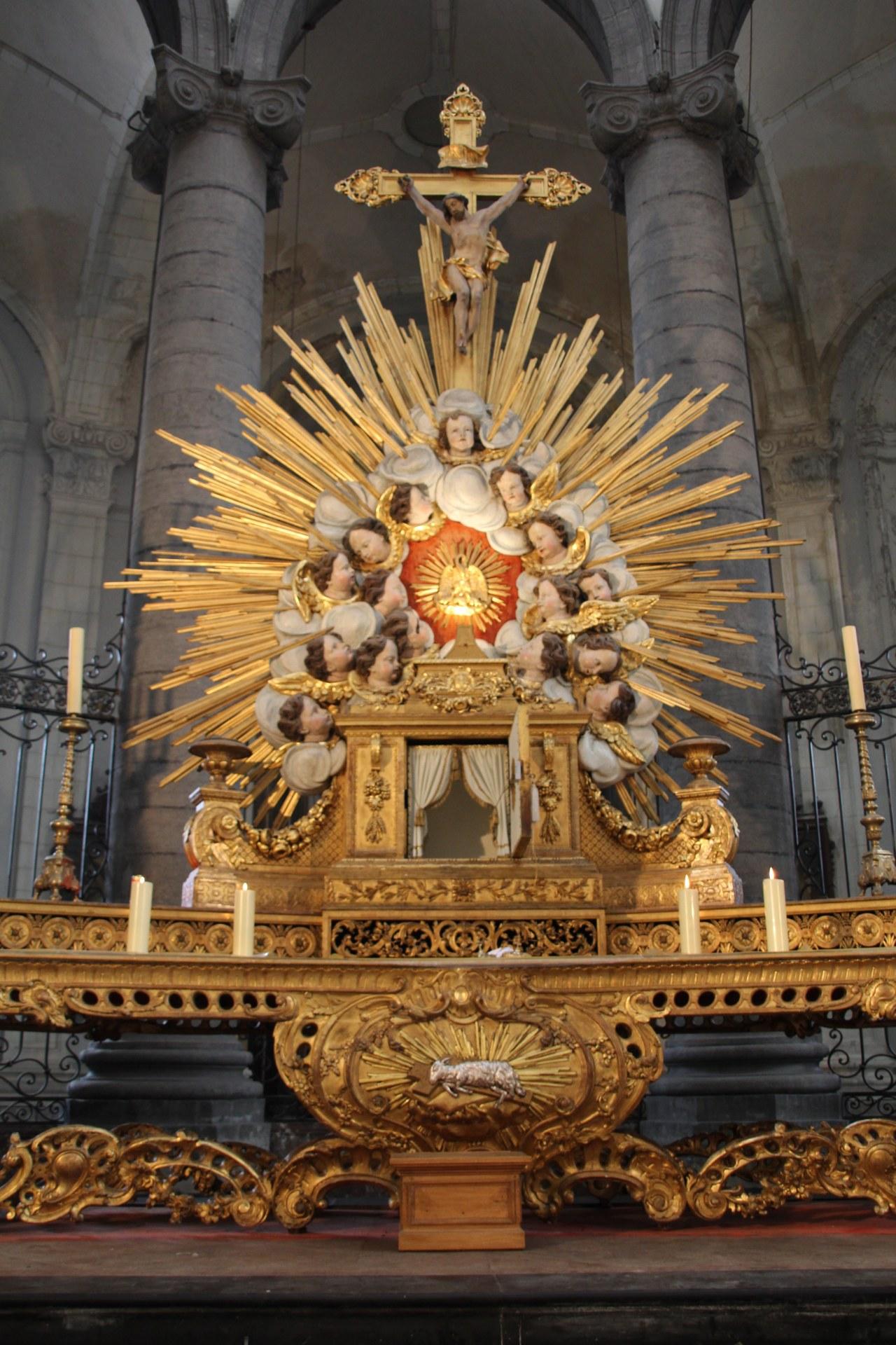 Le maître-autel.