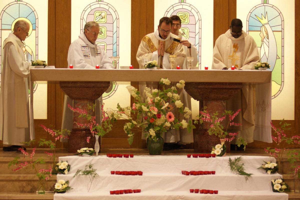 Le maître -autel remis en service
