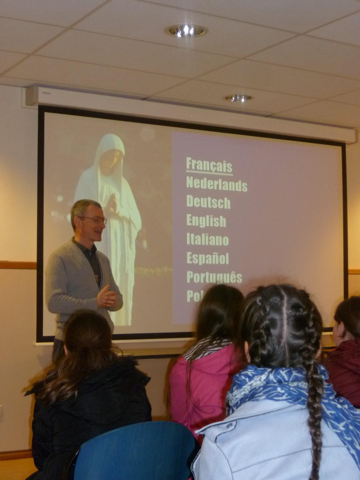 C'est le Père H. Schneider qui nous accueille.