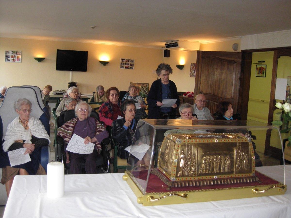 Les reliques a la maison de retraite ARIANE (2).JP