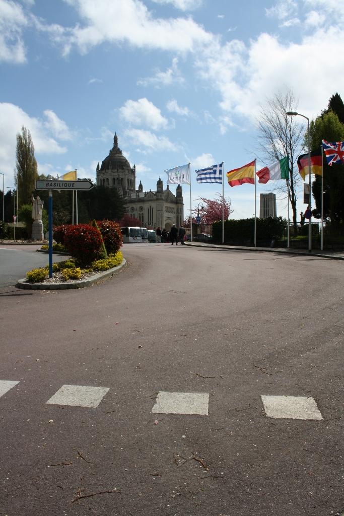 pl Lisieux mars 2012 018 (683x1024)