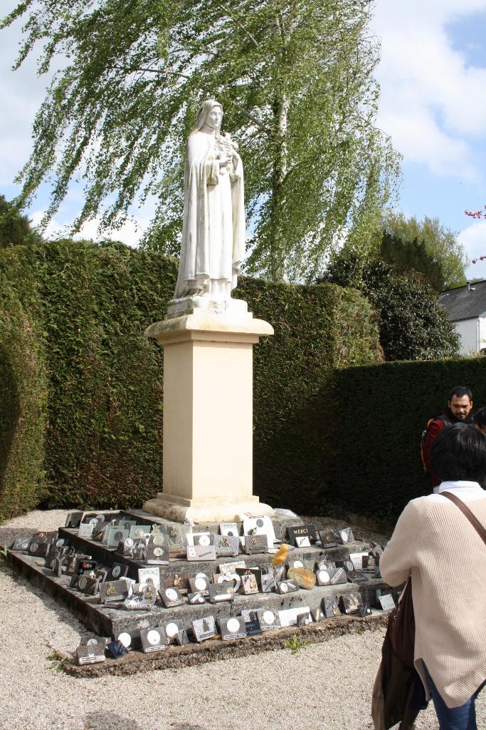 pl Lisieux mars 2012 054 (683x1024)