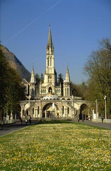 A-Lourdes-basiliques