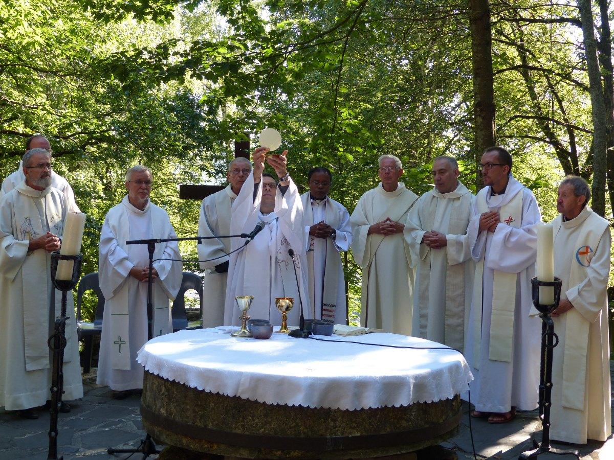 Lourdes2015_messe-cite-saint-pierre 33