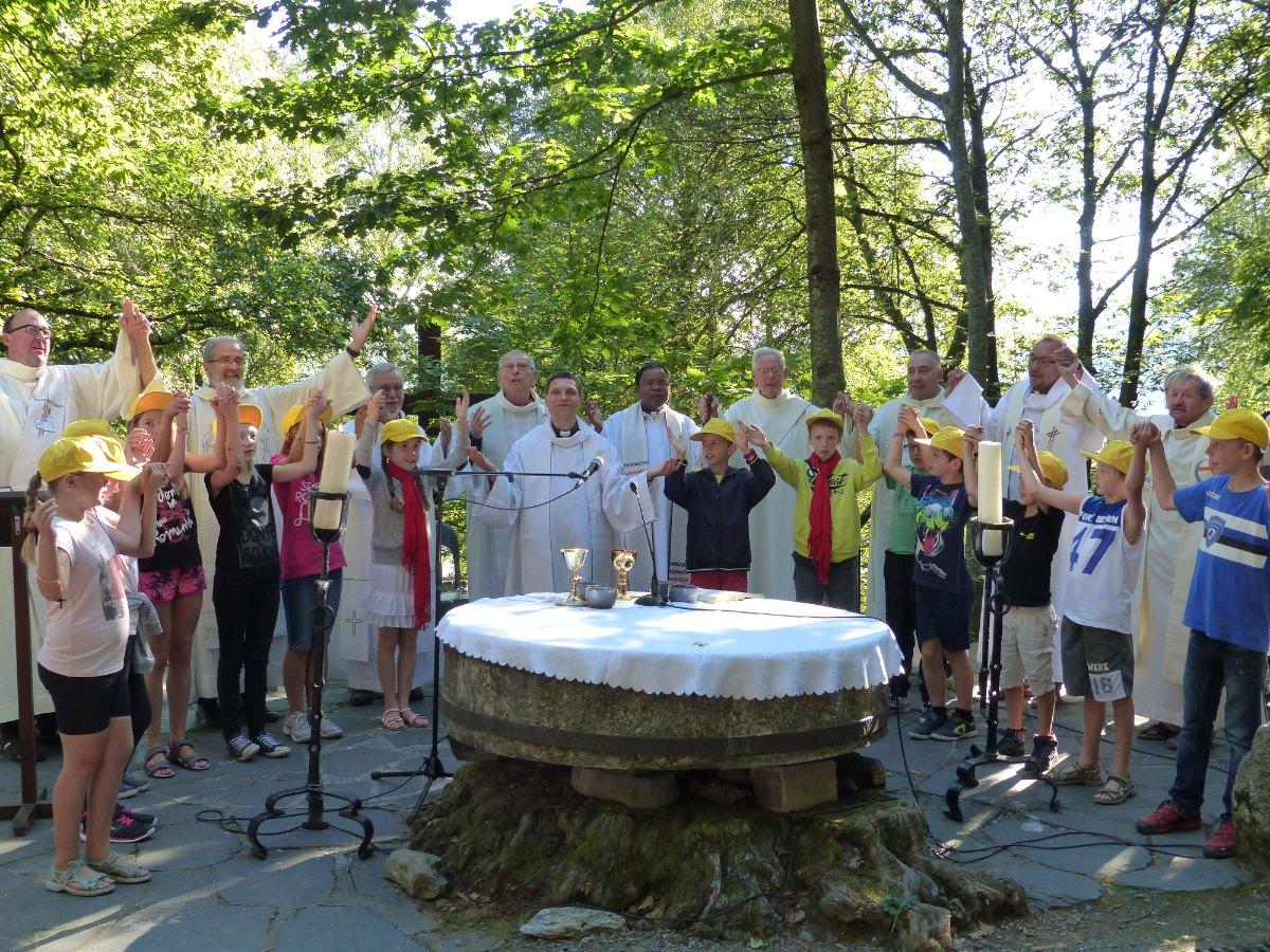 Lourdes2015_messe-cite-saint-pierre 37