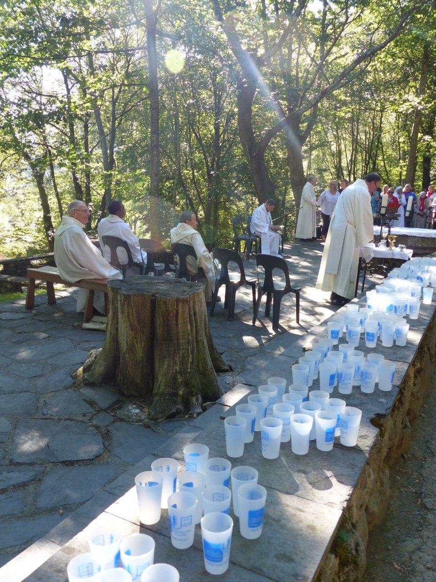 Lourdes2015_messe-cite-saint-pierre 40