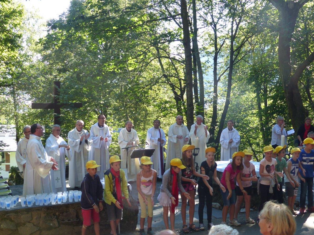 Lourdes2015_messe-cite-saint-pierre 46