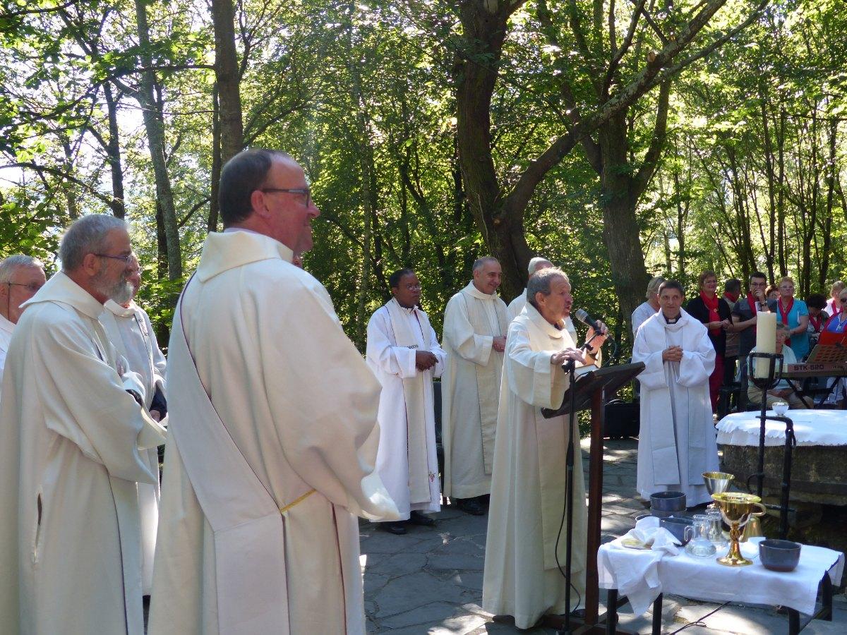 Lourdes2015_messe-cite-saint-pierre 49