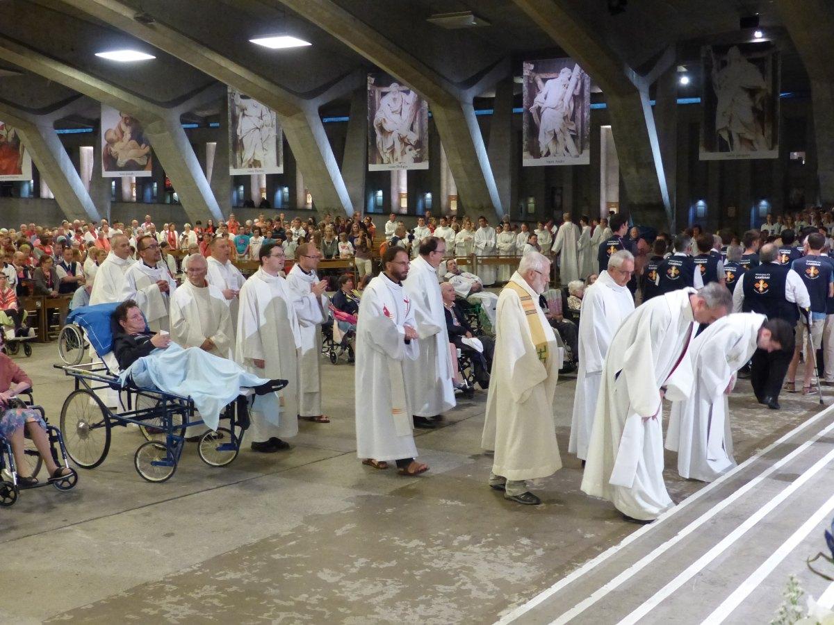 Lourdes2015_sacrement-malades 10