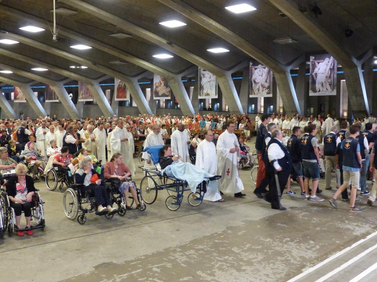 Lourdes2015_sacrement-malades 9
