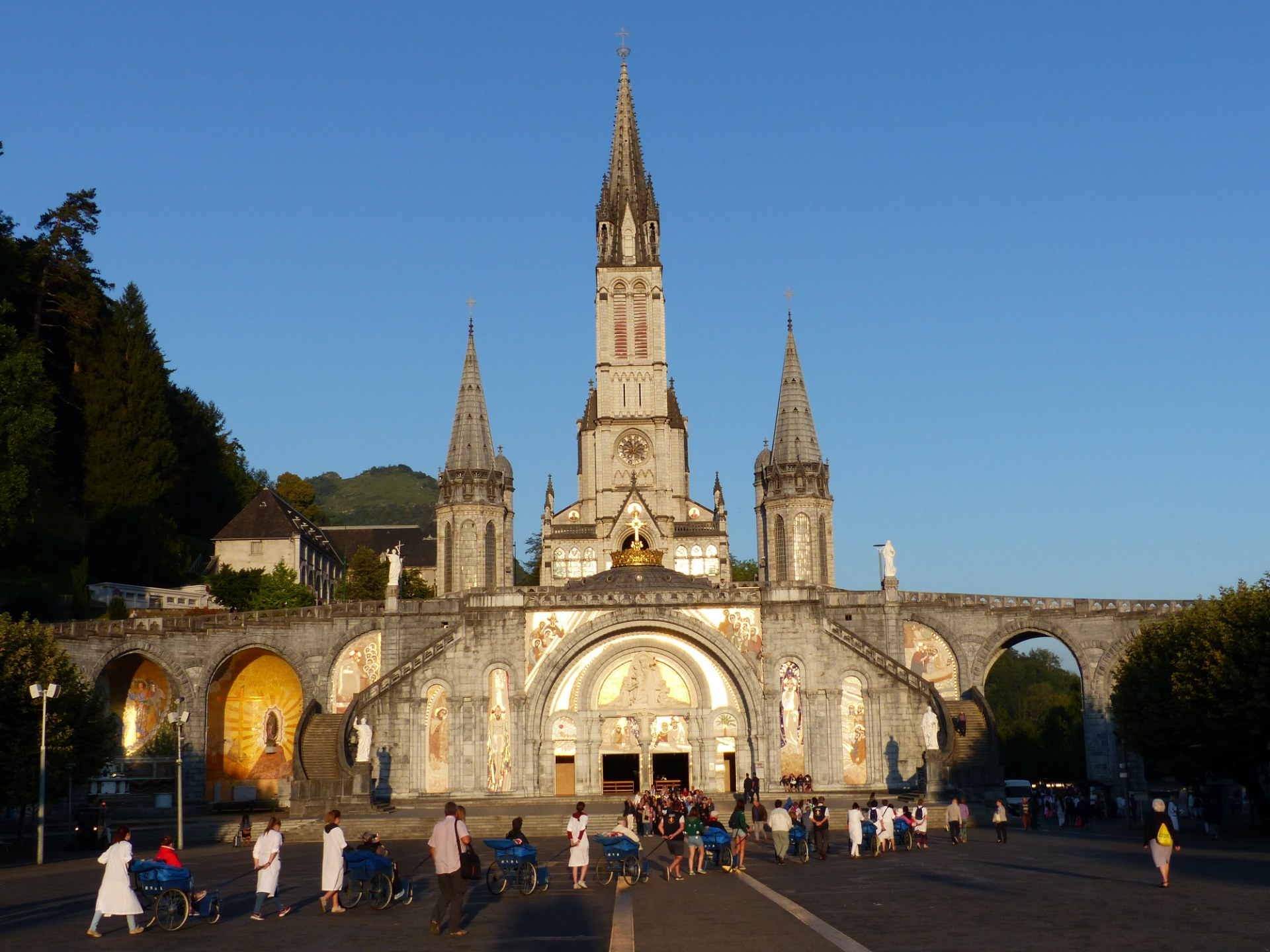 Lourdes2018-photos messe grotte (1)