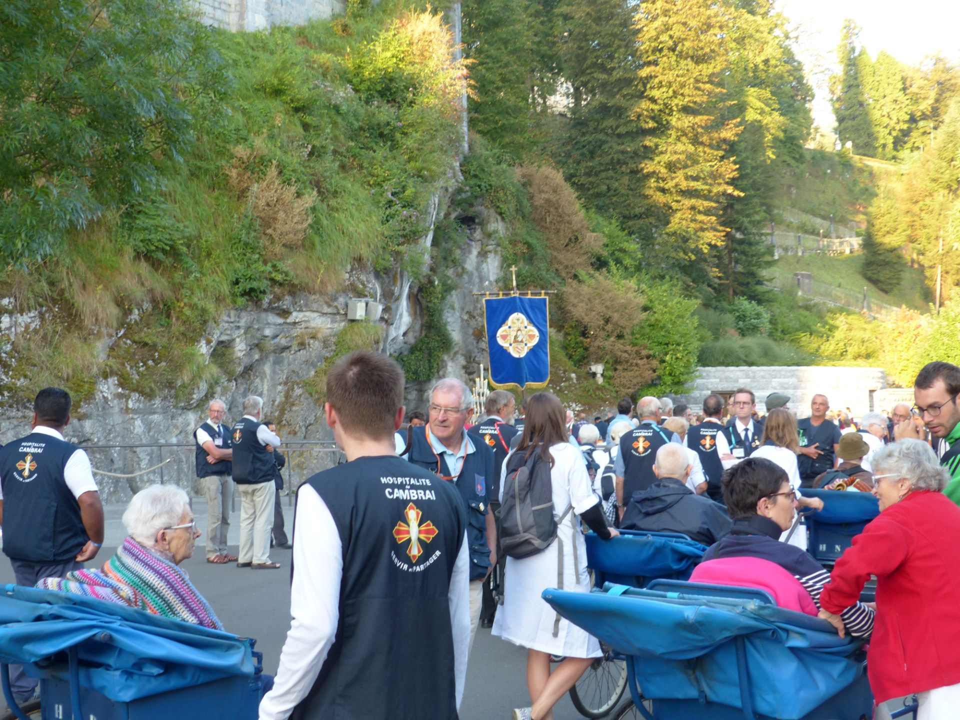 Lourdes2018-photos messe grotte (3)