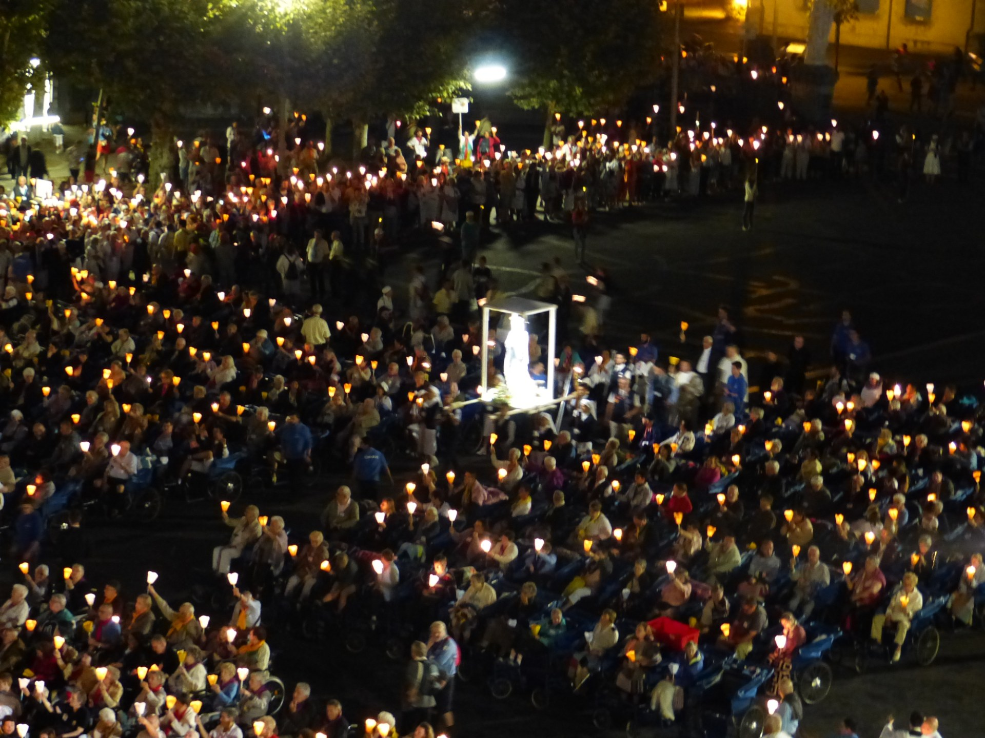 Lourdes2018-photos procession flambeaux 2 (4)