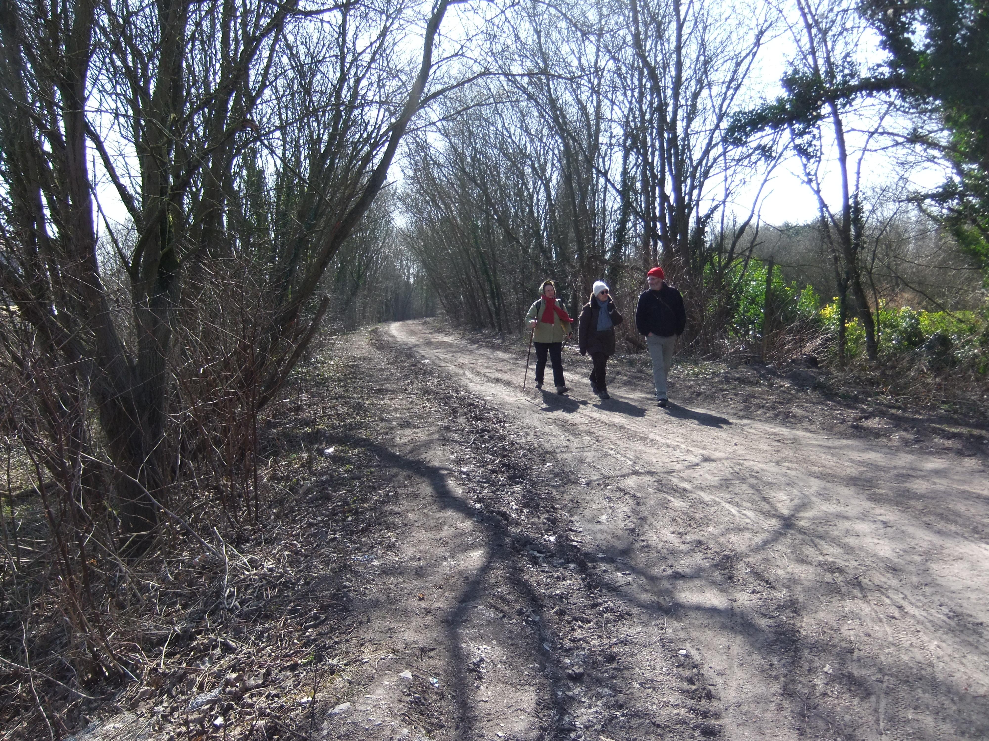 Pendant que les premiers se reposent, le dernier groupe arrive à la limite de Fresnes et Condé.