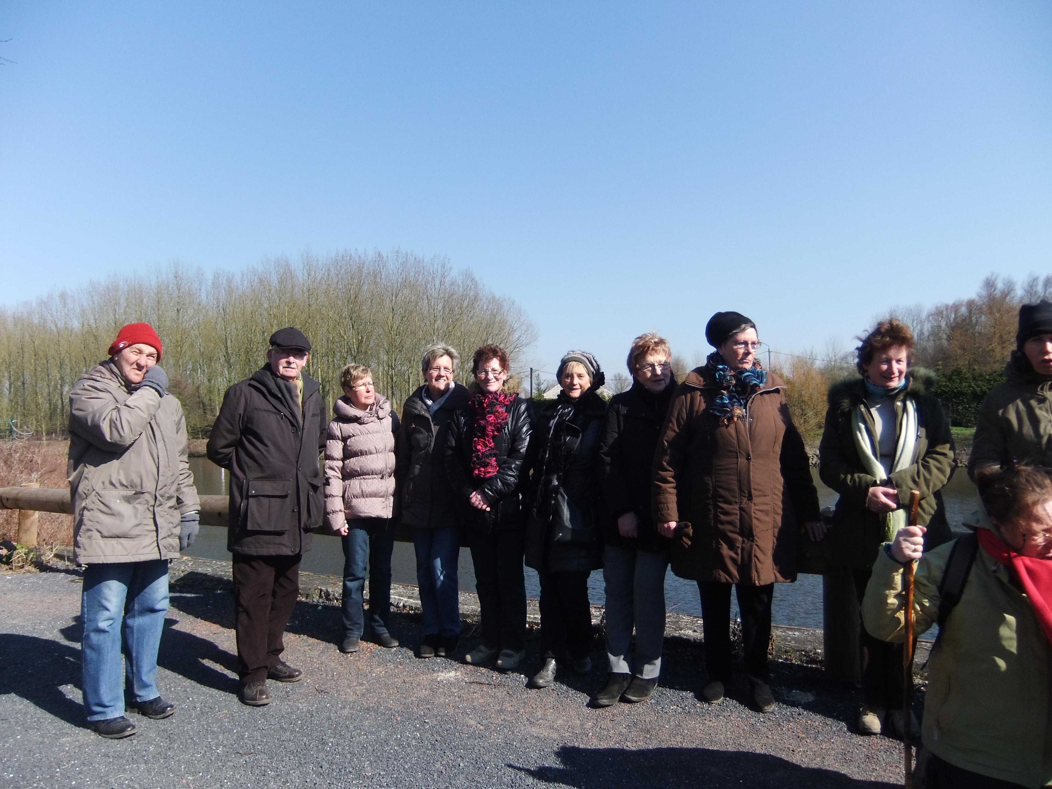 Une pause bien méritée pour tous, près du pont de Fresnes...