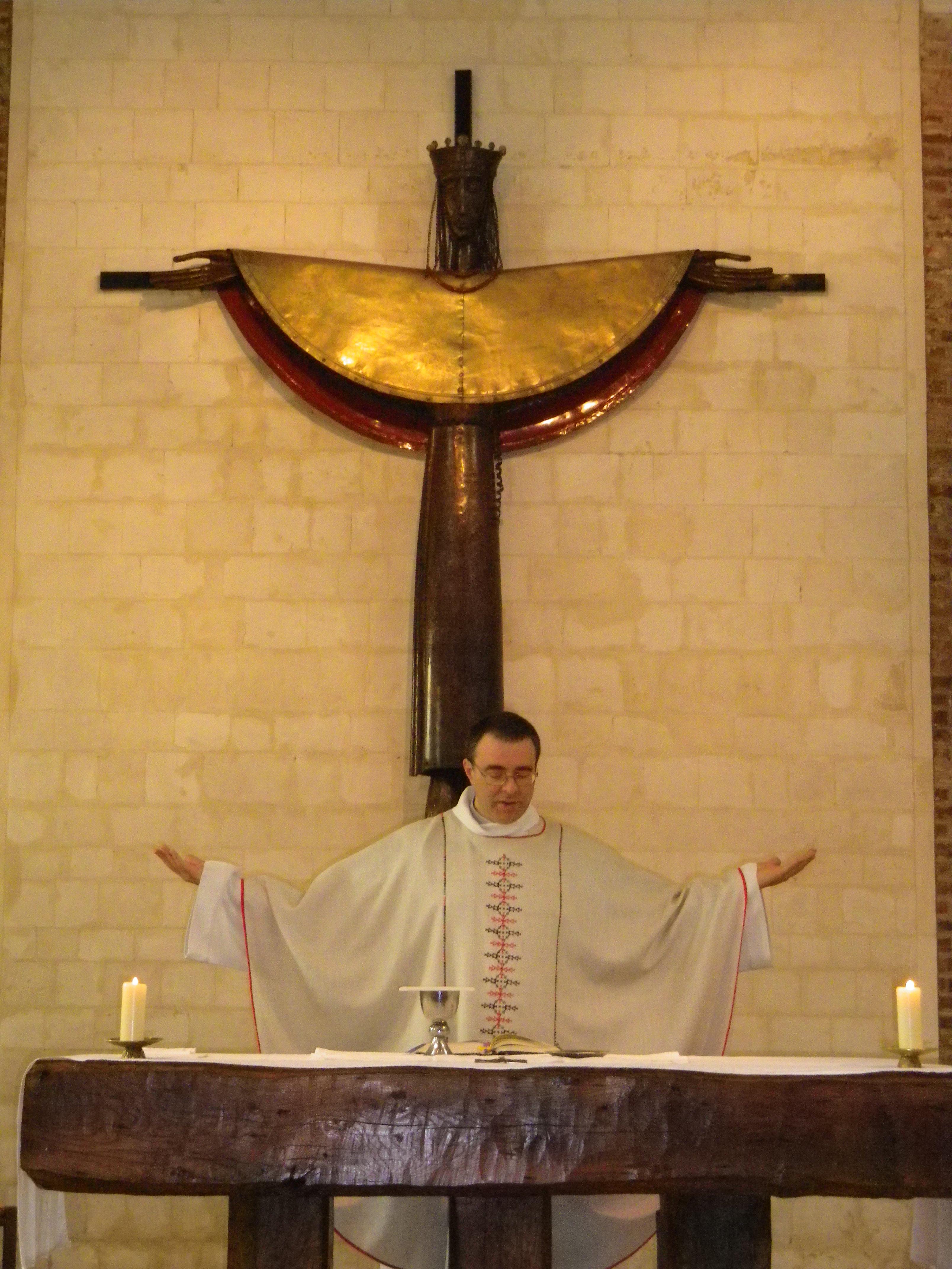 Prière eucharistique. Le prêtre, c'est le Christ continué...