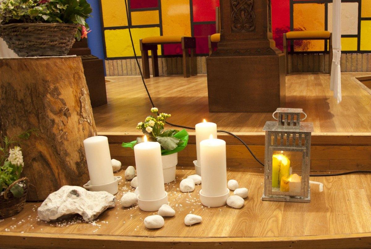 les bougies de l'Avent et la lumière de Bethléem.