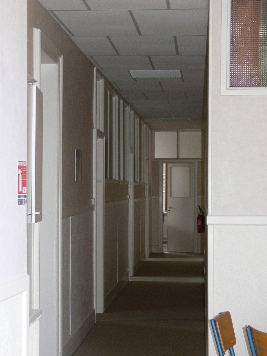 le grand couloir des services administratifs ...