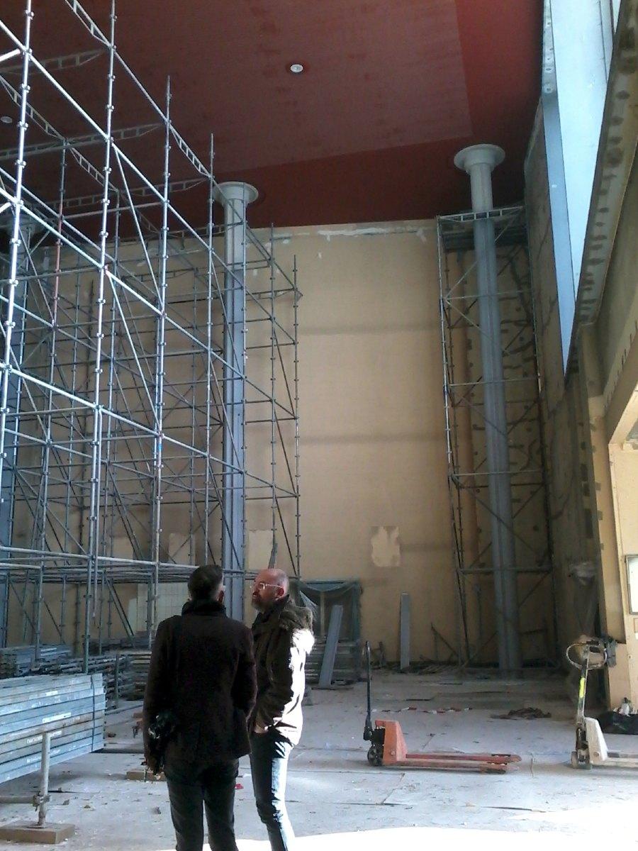 Démontage des échafaudages, découvrant les piliers dans leur totalité. Le haut était caché depuis les années 70