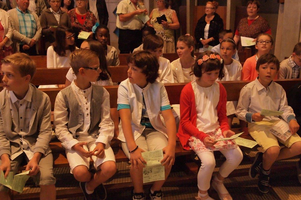 Premiere des communions Juin 2015 (27)