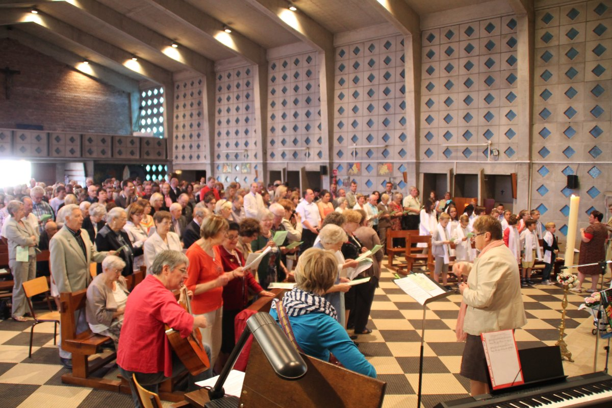 Premiere des communions Juin 2015 (43)