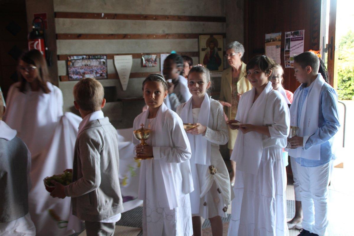 Premiere des communions Juin 2015 (68)