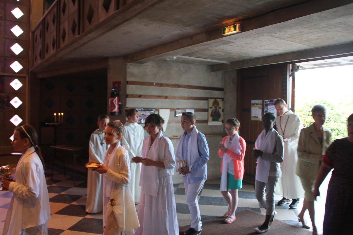 Premiere des communions Juin 2015 (70)