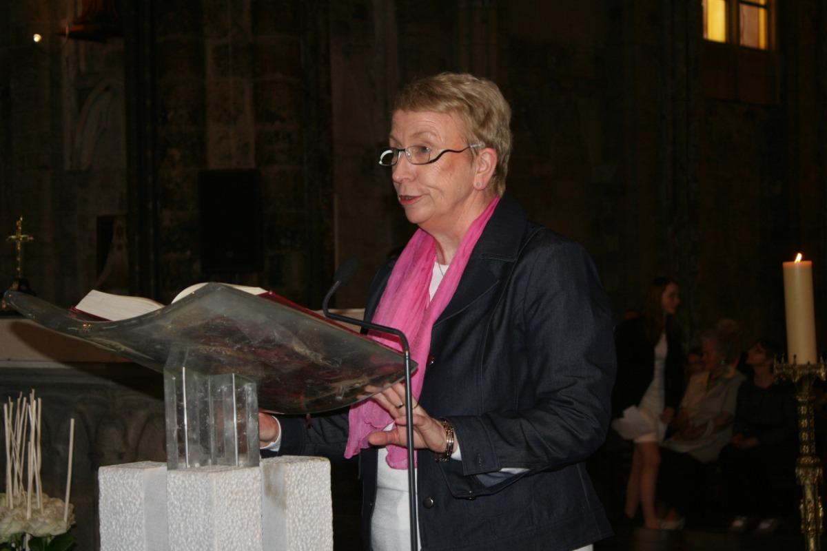 Première lecture, Mme Lucie Minne.