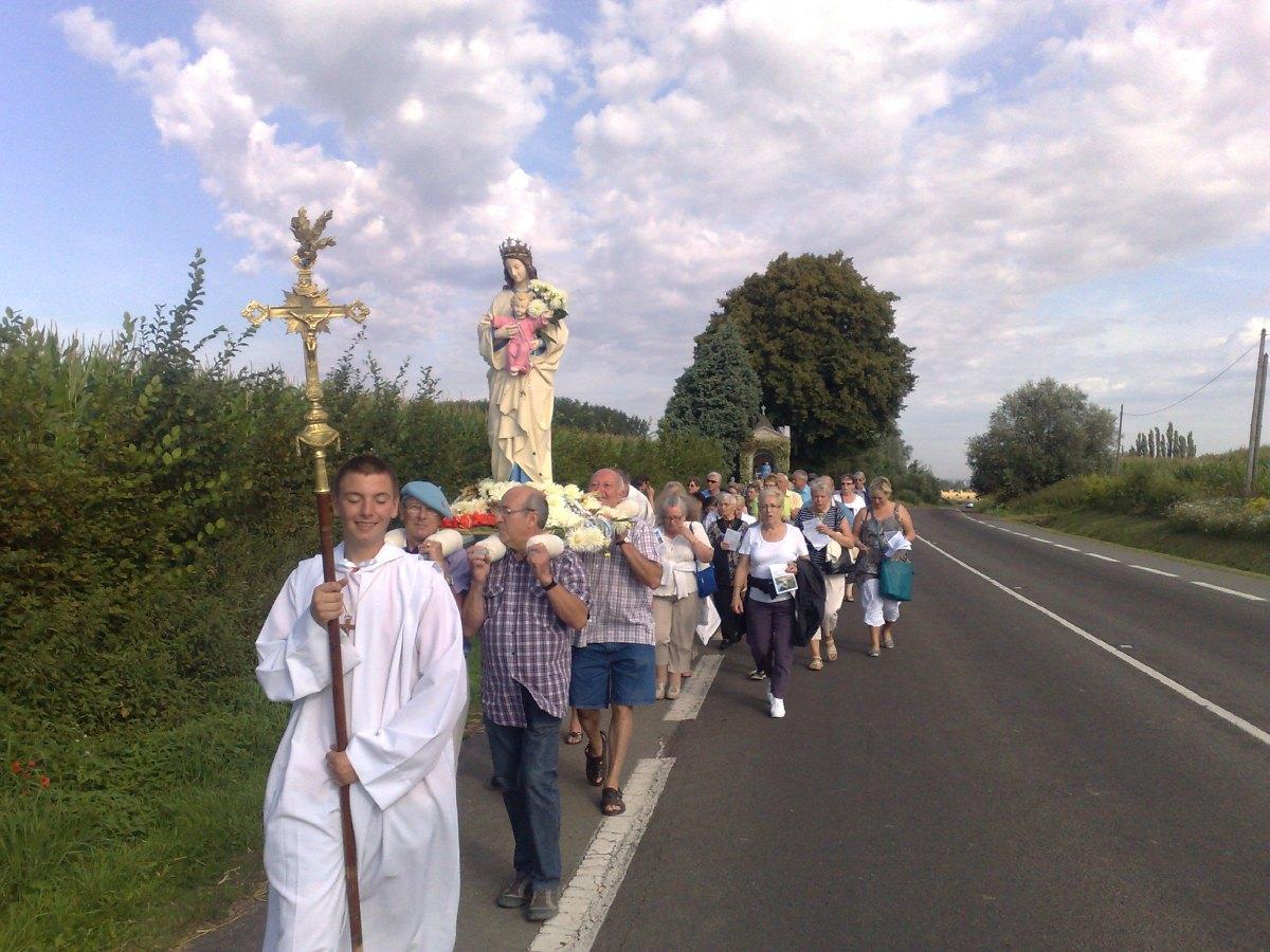 en procession.jpg