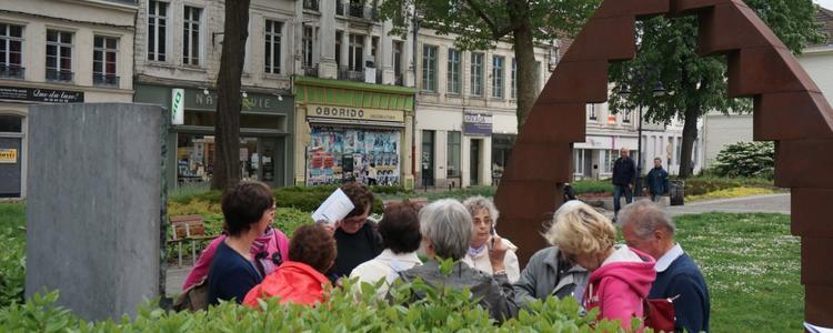 avant même d'arriver à St Géry ... des gens semblent en recherche ... que se passe t'il ?