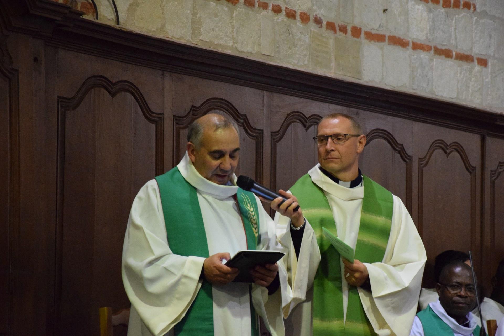 Après les échanges de l'après-midi, nous avons célébré dans l'église St Antoine