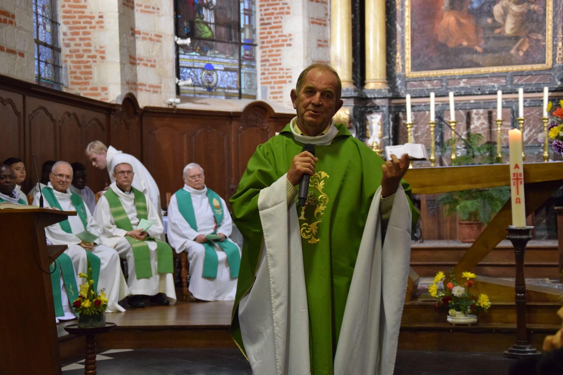 Xavier Bris, vicaire général était là au nom de notre évêque, notamment pour la nomination des deux nouveaux curés : Hervé et Armand-Flavien