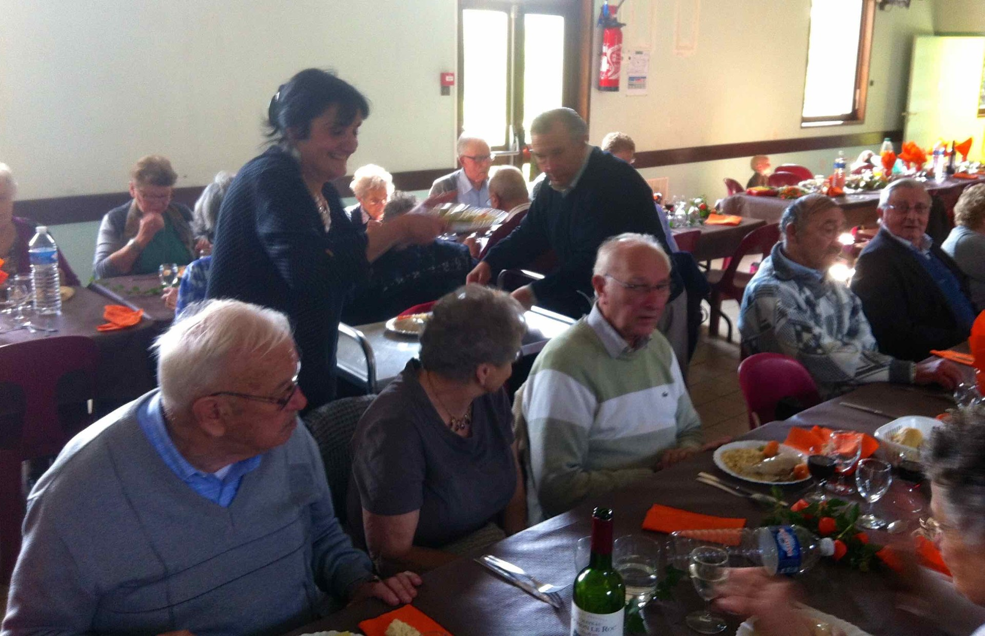 Cette année, c'est le relai de Dompierre qui accueille et sert le repas paroissial.