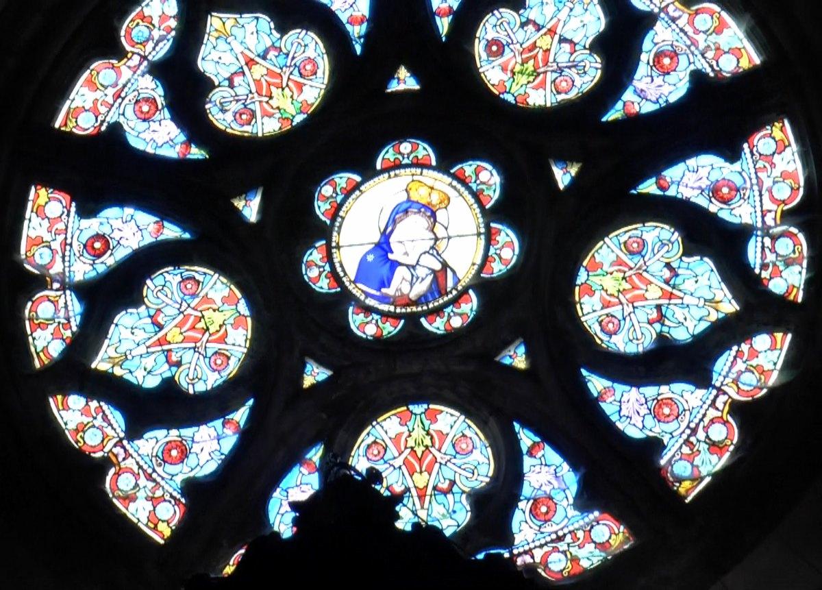 avec, en son centre, l'effigie de Notre Dame de Grâce.