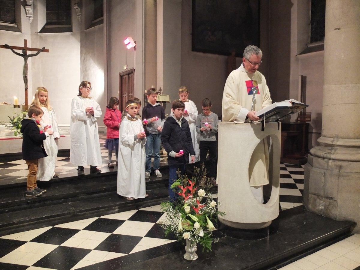 L'Evangile éclairée par la lumière de Noël. Merci les enfants.
