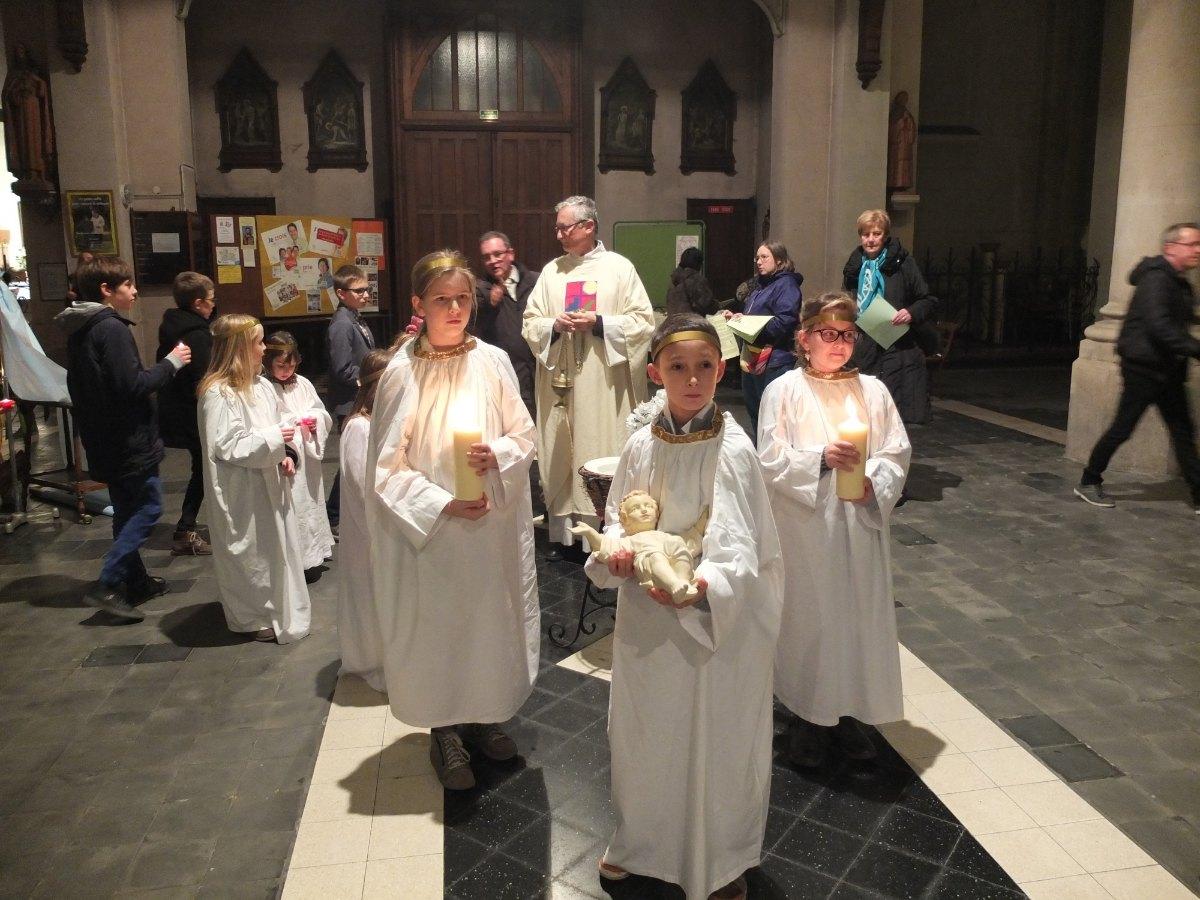 De vrais petits anges, des bergers, des photophores, des petits chrétiens... des témoins de Jésus !