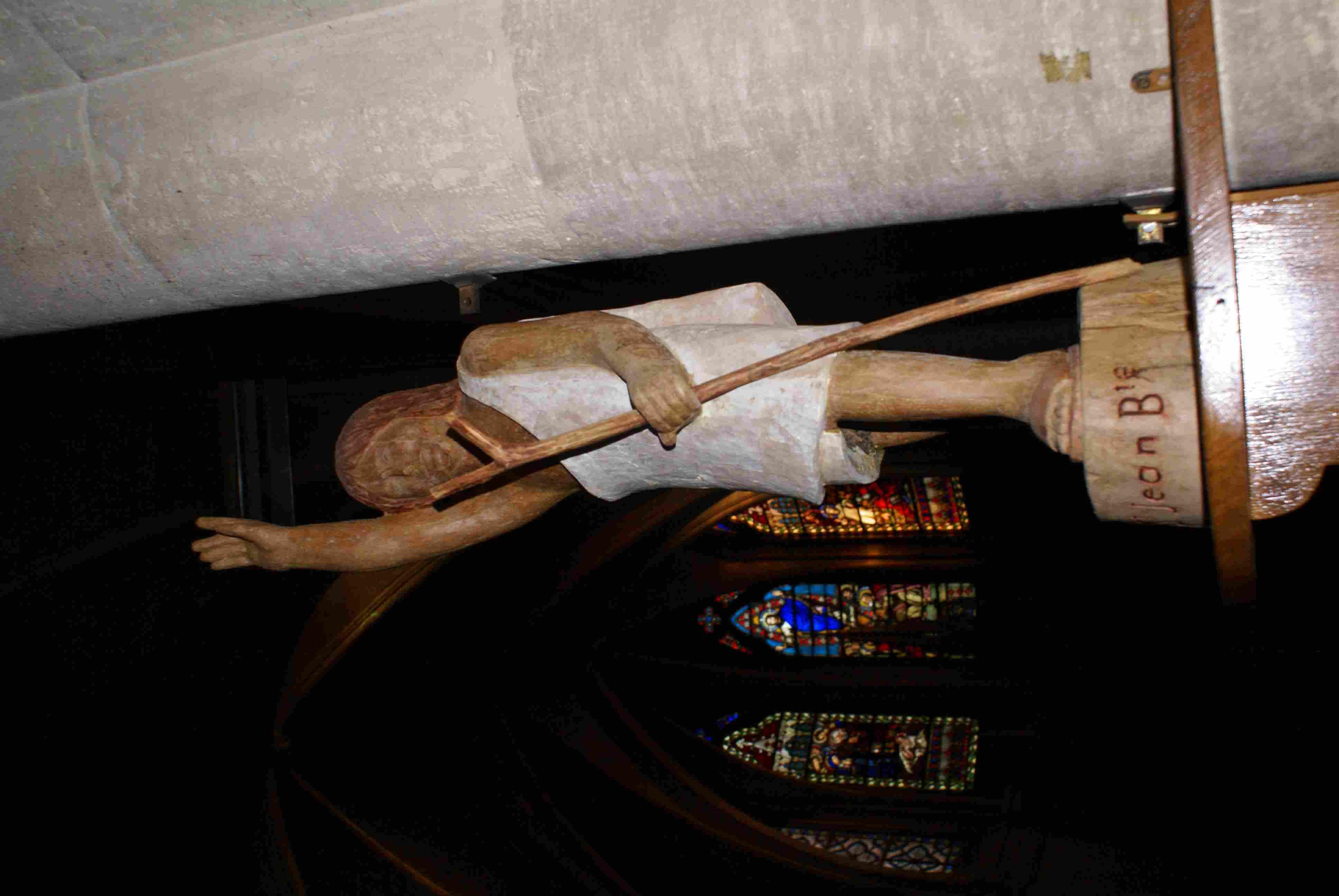 saint patron de notre paroisse dans son nom précédent, associé à l'Escaut qui ne passe loin ...là-bas comme nous le montre saint JB. Cette statue a été sculptée par un saint saulvien qui souhaitait garder l'anonymat : il habitait non loin de l'église rue
